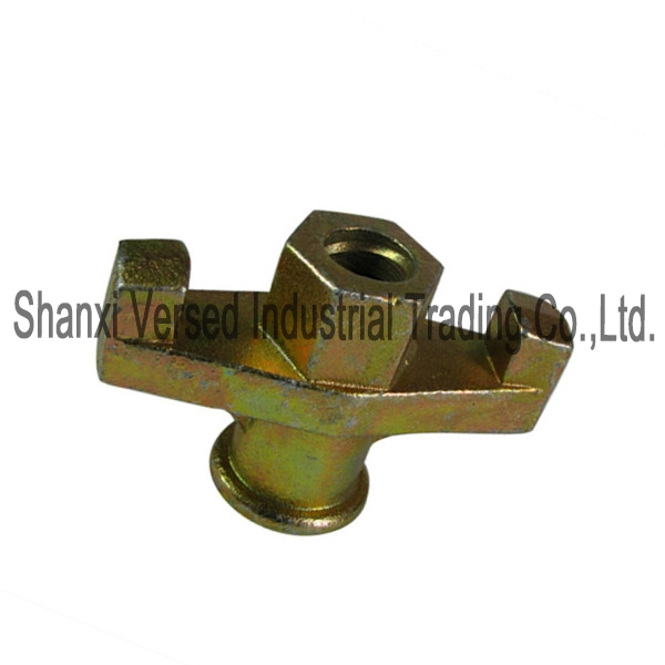 Wing nut for combination plate