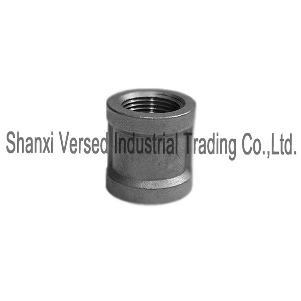 Threaded pipe fitting socket banded