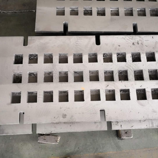 Heat-resistant and wear resistant grate